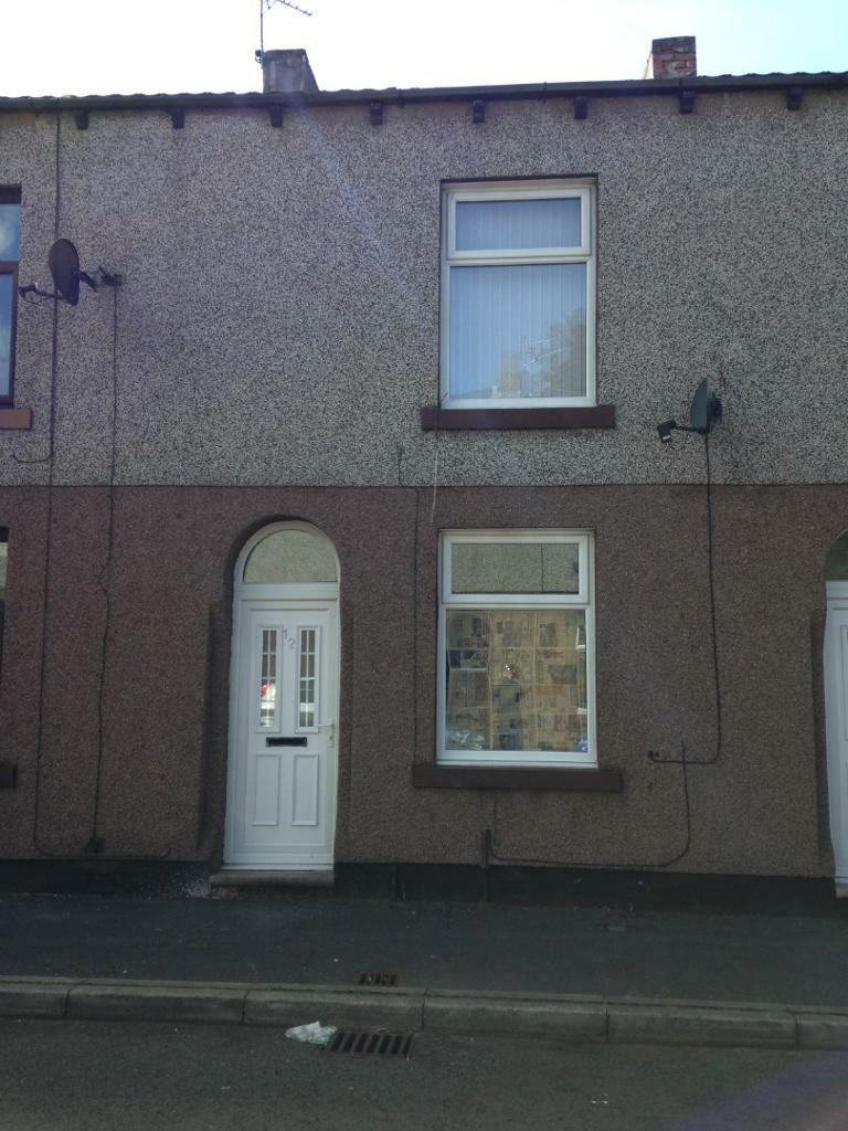 2 bedroom house available to rent in hollinwood, oldham. dss