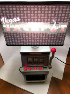 Lamp Vegas Jackpot Slot Machine