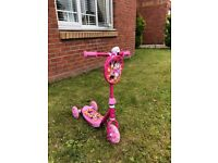 Child's Minnie Mouse/ Daisy Duck 3 wheeled scooter