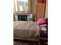 Exclusive double & single room in a family house