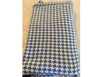 Dog tooth blue and white throw