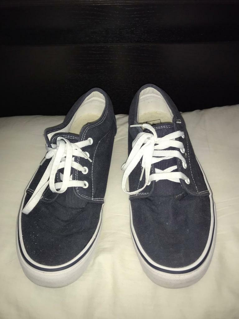 50c07fc91939dd Nearly New - Men s Vans Navy Trainers   Plimsolls - Size 10