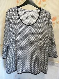 Ladies lovely (Black & White) Top - Size: 20/22 - (Per Una)