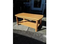 Coffe table - with shelf- good condition