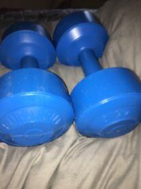 x2 4.5kg dumbbells