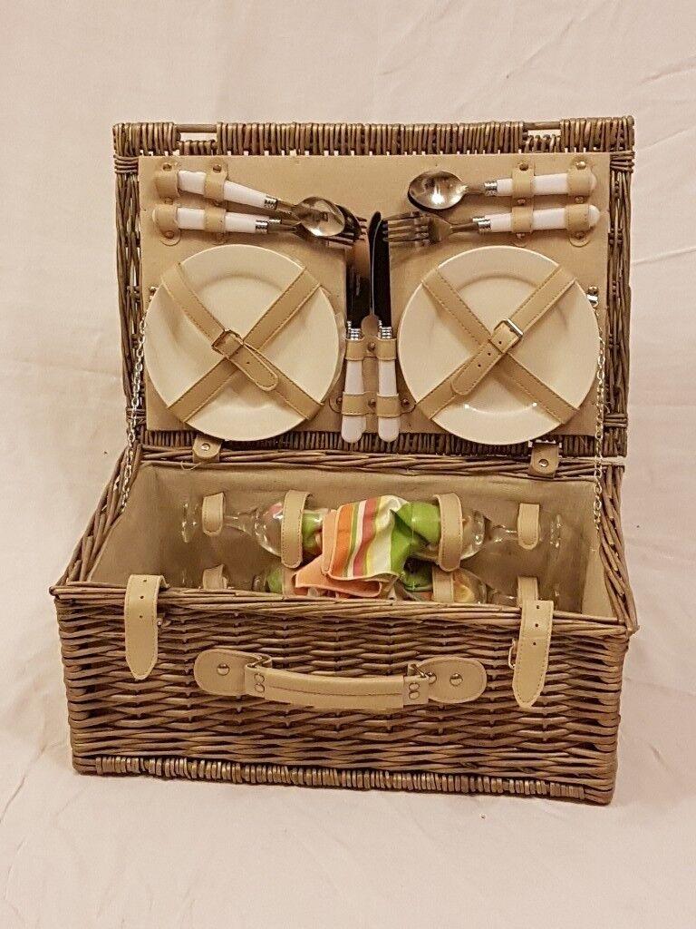Complete picnic basket.
