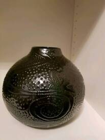 BEAUTIFUL DETAILED VASE ORNAMENT