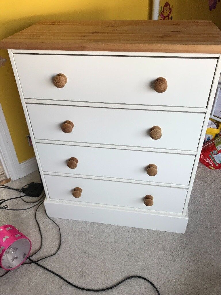 CHEST OF DRAWERS NEARLY NEW