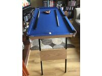 Mini snooker table foldable with balls two cues and triangle in good condition