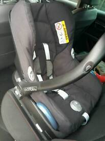 Maxi cosy car seat with isofix