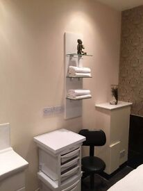 Beautician wanted to share therapy room with one other beautician on Beckenham High St