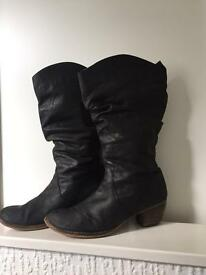 Red or Dead boots Size 8