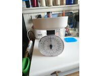 Salter 5kg Mechanical Kitchen Scale White Imperial & Metric 125 WHDR like New