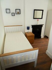 Nice and clean double room to rent in Ilford (Only for one person)