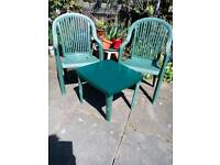 Garden chairs 2of with small table