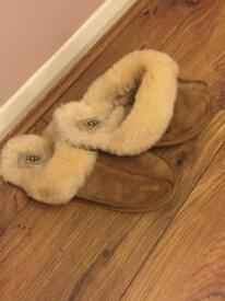 UGG slippers - size 7