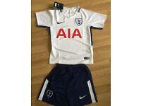 Tottenham Spurs football kit for kids!