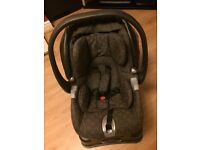 Mama and Papa's Car Seat with Base Unit, In Excellent Condition, Like New