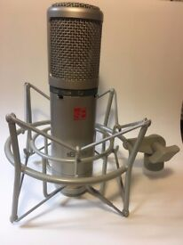 sE2200a Microphone and shock-mount