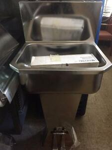 Floor S/S Hand Sink w/Foot Pedal ( Hand Free)