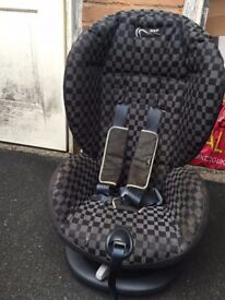 Mama's & Papa's 9 months to 4 years car seat