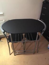 Table and chairs (compact)