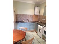 2 double bed, 2nd floor flat between Fulham and Parsons Green. Also close to Earls Court, Imperial C