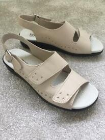 Size 5 Hotter Beige Sandals