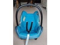 Maxi cosy car seat. 0 - 12 months plus base Iso-fix system upto 13kg.
