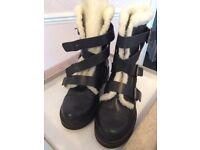 Kurt Geiger leather Carvella 'snow' boots. Size 4