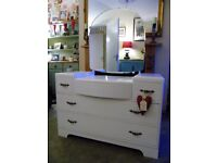 VERY PRETTY VINTAGE DRESSING TABLE WITH LARGE MIRROR ~ FIVE DRAWERS PLENTY OF STORAGE