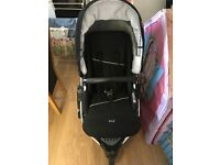 Britax B Smart Pram like new with footmuff and rain cover and also car seat with sunshade 100 ovno
