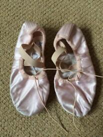 Ballet shoes size 2.5 split sole
