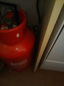 Calor gas cooker,only 1 year old,as new condition,very clean. Can be used in house or caravan