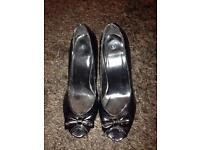 Black heels £5
