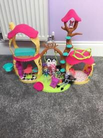 Enchantimals House and 4 dolls