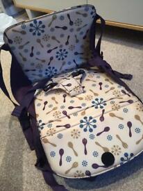 Munchkin travel seat
