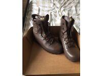 Altberg Defender Size 7W Boots