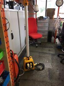 DEFENDER 110 volt 5' WORK LIGHT INCLUDING SPLITTER BOX BASE