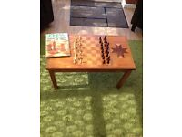 CHESS TABLE AND PIECES