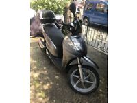 HONDA SH300 2010 SILVER. SERVICED WITH NEW MOT AND TIRES