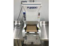 Fujiseiki iMaki (Maki Rolling Machine Sushi) Sushi Machines distributor in UK.