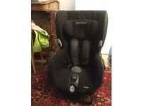 Maxi Cosi Axiss Car seat that Swivels