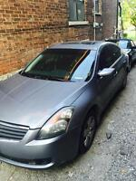 Selling 07 Nissan altima