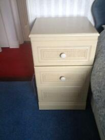 2 bed side cabinets and chest of drawers