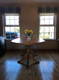 Extendable pine kitchen table. Excellent condition seats 8 people comfortably . £40