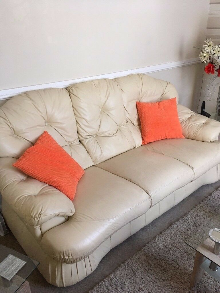 Lovely cream leather 3 seater sofa clean good condition £30 Ono