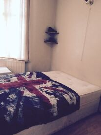 Comfortable Double Room available my house- Upton Park