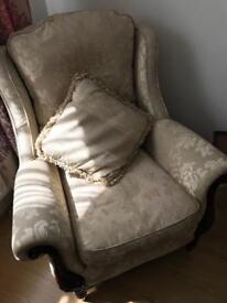 Grab a bargain! Beautiful Queen Anne chair