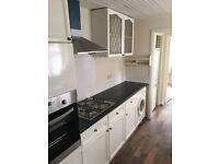 DOUBLE room in EDMONTON, £130 p/w, bills included